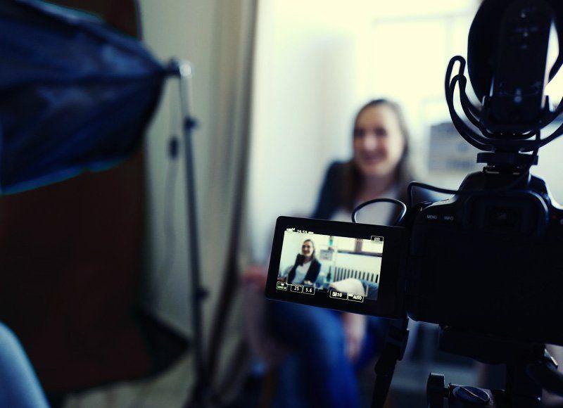 Comment démarrer un blog ou un vlog et se faire connaitre en tant qu'artiste - Qu'est-ce que Vlogging Vs Blogging?