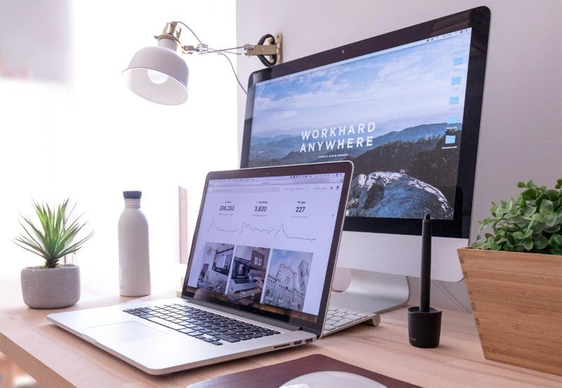 Picture og desktop replacement laptop, over a desk with a lamp and a stylus