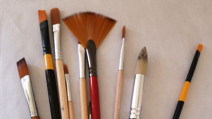 Different tyoes of paint brushes