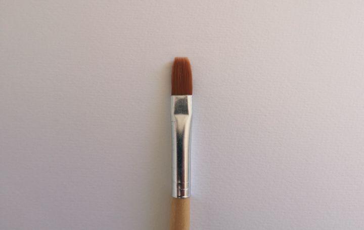 Les différents types de pinceaux. Pinceau plat manche court